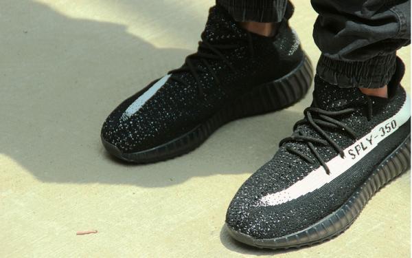 adidas_yeezy_boost_350_v2_black_2_-jpg